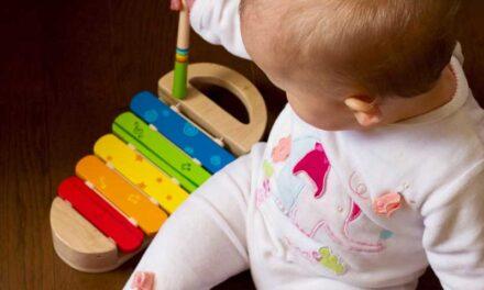 Gør babyen glad med kvalitetslegetøj